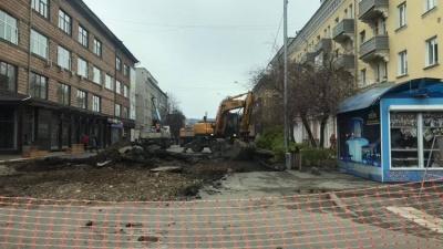 С одной из улиц центра Красноярска снесли парковку