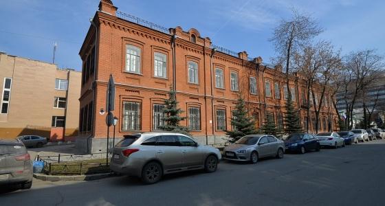 Сохранилась даже старинная кладка: изучаем здание уральской таможни, где раньше была фабрика белья и пуха
