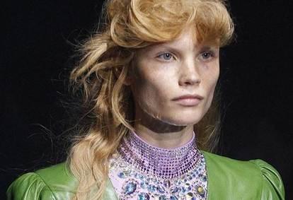 Рыжая красавица из Красноярска представила одежду от Gucci на показе в Милане
