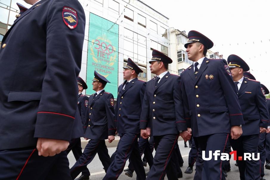 Марш был посвящен 300-летнему юбилею российской полиции