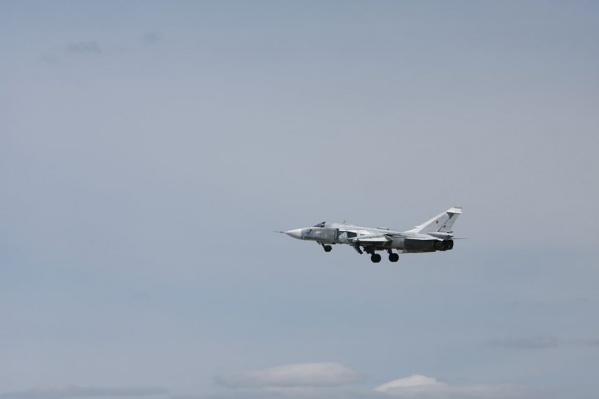 У бомбардировщика Су-24 изменяется стреловидность крыла