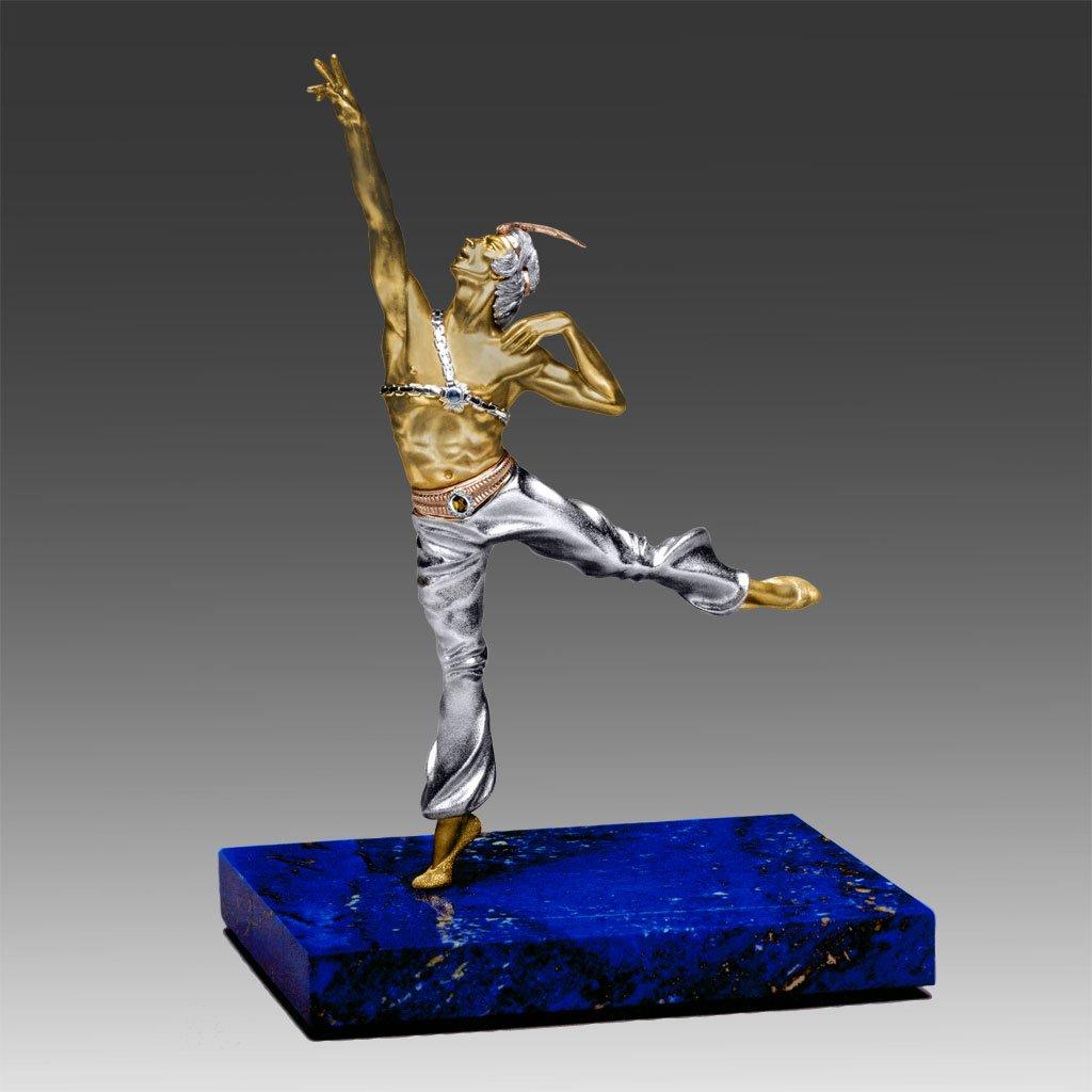 Балет — одна из тем в творчества ювелира. Скульптура танцовщика Рудольфа Нуриева