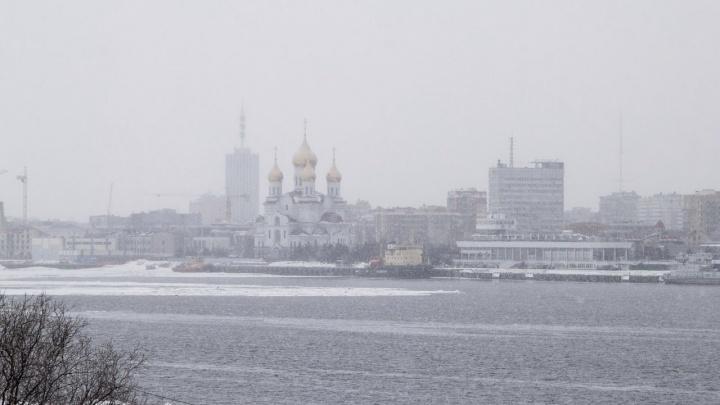 Снег и сильный ветер: холодная погода сохранится в Архангельске до конца недели
