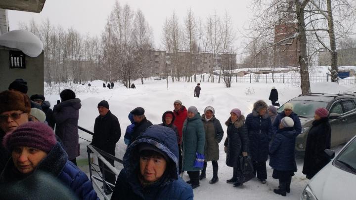 Главврача вызвали на ковер: краевой Минздрав разберется с очередями в поликлинику в Березниках