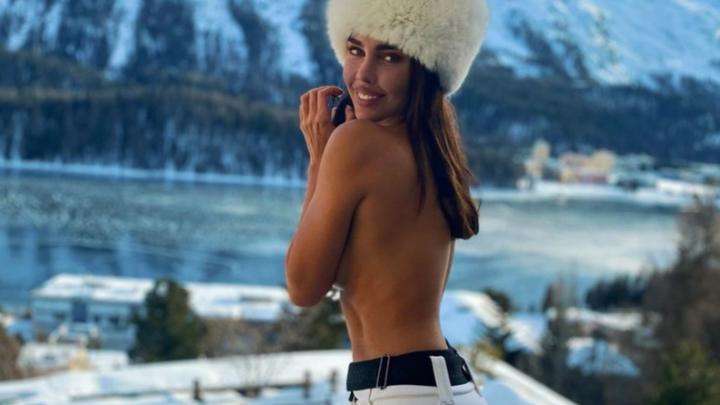 Оголилась на морозе: супруга Алексея Шаповалова показала безупречный пресс