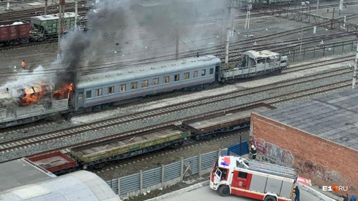 На железнодорожной станции Шарташ загорелся поезд