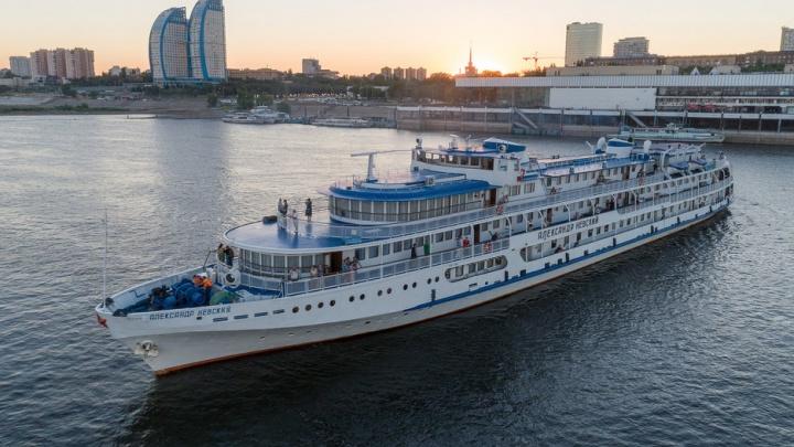 Корабли в нашей гавани. Кто эти огромные и величавые гости Волгограда?