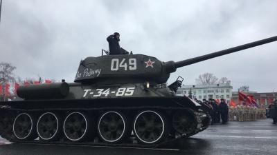 «Тридцатьчетверка» и «черная смерть»: в Самаре прошел парад Памяти, посвященный солдатской славе