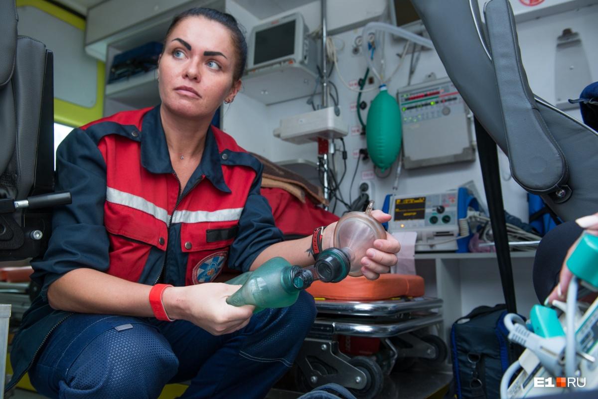 Репортаж из вертолёта: как «летающие» врачи спасают жертв ДТП и больных гриппом