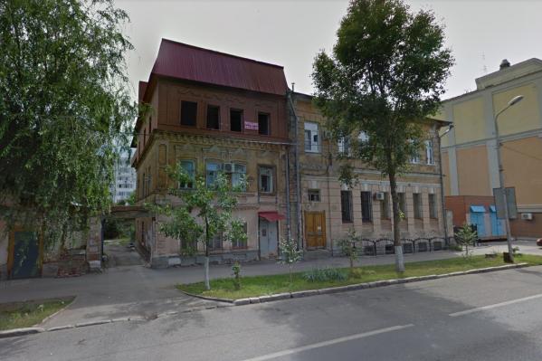 Велика вероятность, что тот, кто делал надстройку, уже продал здание новому владельцу
