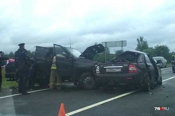 Смертельная авария произошла на 380-м километре трассы Москва — Холмогоры