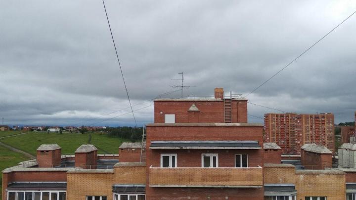 Дом, куда ударила молния: в «Солнечном» жители многоэтажки лишились техники и лифтов