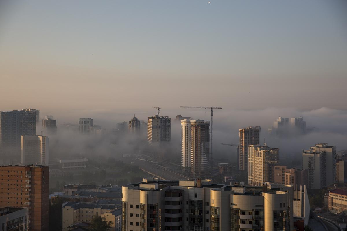 Туман опустился на город ночью