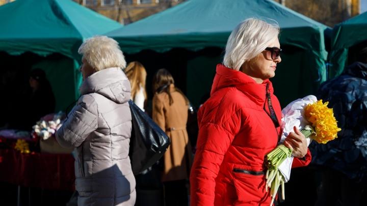 На 10 девчонок 8 ребят: в Волгоградской области среднестатистической женщине 43 года