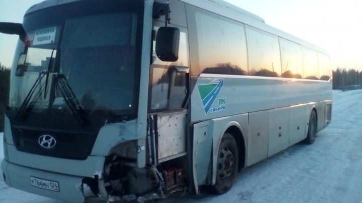 Под Абаном «девятка» влетела в автобус с 40 пассажирами