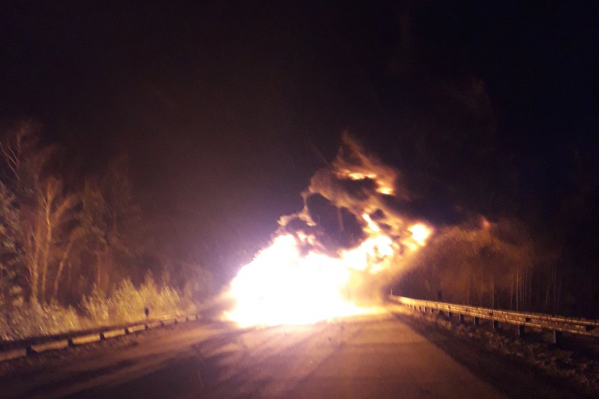 По словам очевидцев, грузовик выгорел полностью