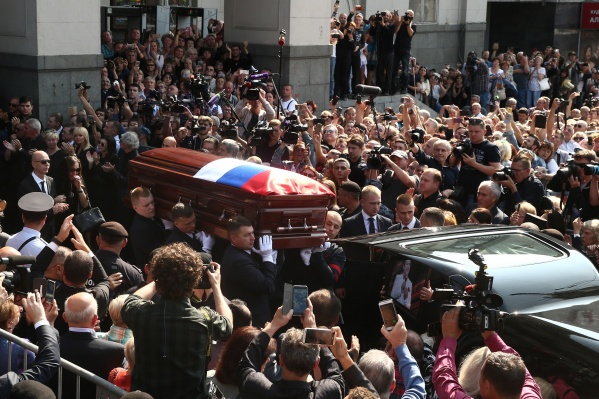 Кобзона похоронят на иудейской части Востряковского кладбища, рядом с могилой его матери