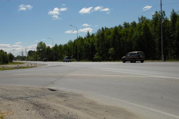 На трассе Тюмень — Ханты-Мансийск за несколько часов два автомобиля вылетели с дороги