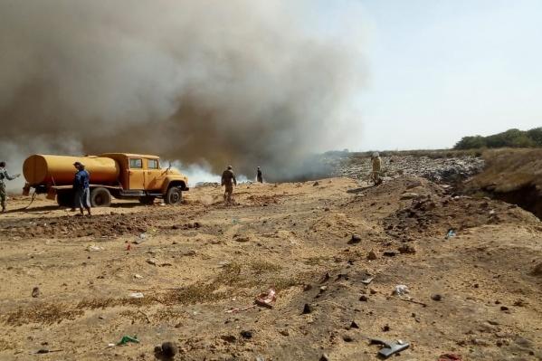 О крупном пожаре на мусорном полигоне в администрации Волгодонска не знают