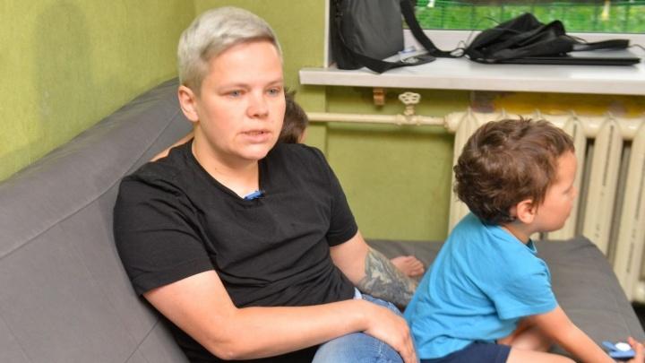 Суд решит судьбу приёмных детей екатеринбурженки, которая удалила себе грудь