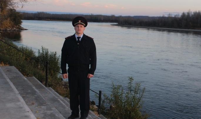 «Очень рад, что мужики еще не перевелись»: полицейский спас тонущего рыбака