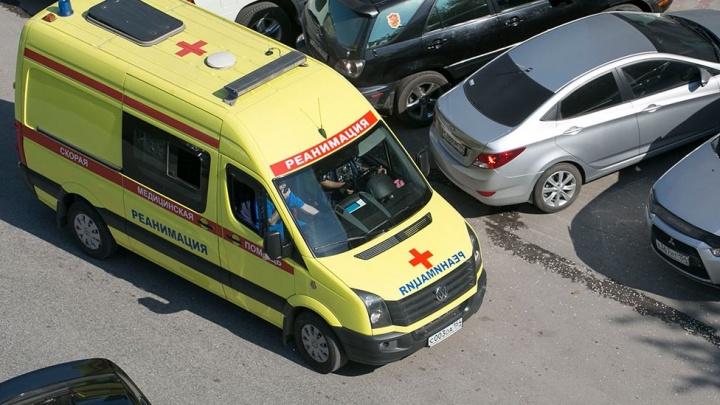 Годовалая девочка выпала из окна дома в Заельцовском районе. Её не удалось спасти