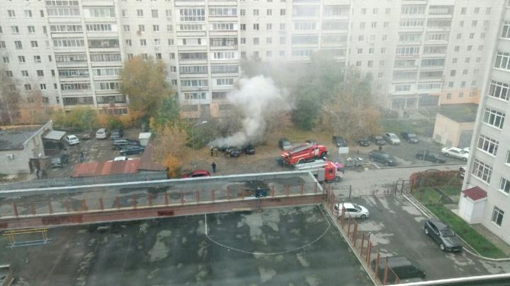 В Тюмени на парковке взорвалась иномарка