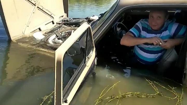 Новосибирец поехал на «Ниве» через Обь, чтобы довезти вещи до острова. Машина утонула