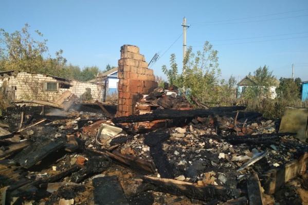 В огне погибли пожилой хозяин дома и его кошка
