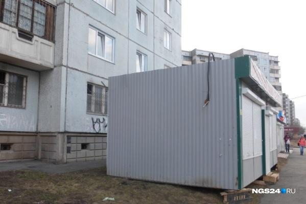 На территориях многоквартирных домов владельцу не грозит снос