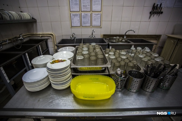 С 1 сентября в школах Новосибирска подорожает горячее комплексное питание