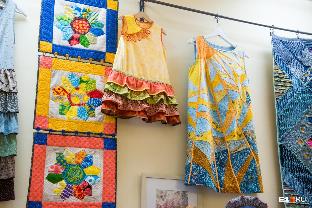 Это платья из новой коллекции. Ее представили на фестивале лоскутного шитья в Суздале в этом году