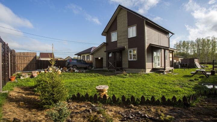Угроза миновала: жители двух коттеджных посёлков под Новосибирском избежали участи дачников