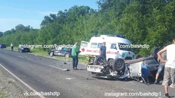 В Башкирии столкнулись ВАЗ-2114 и иномарка. Информация о пострадавших уточняется