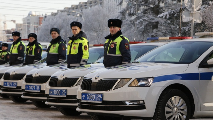 «Шкоды» и «УАЗы-Патриоты»: 70 новых автомобилей будут патрулировать дороги в Архангельской области