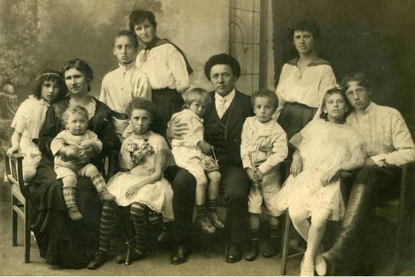 Большая семья Алексея Григорьевича и Анастасии Ивановны Бесединых