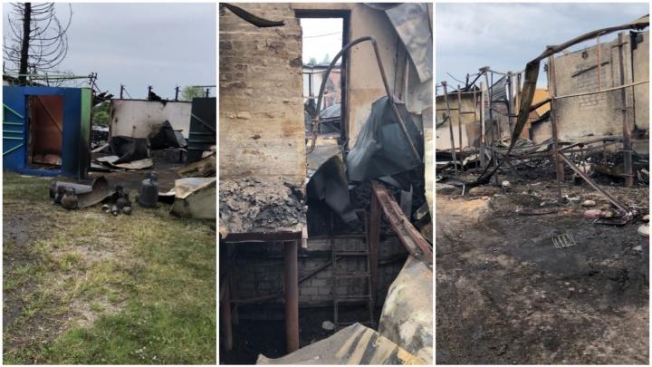 «Выбегали босиком». Под Тюменью произошёл пожар, оставивший без крыши над головой семью пенсионеров