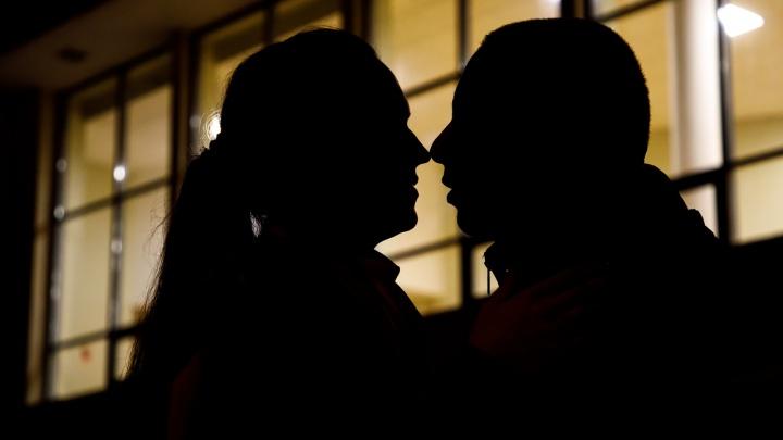 «Семья и любовь — это святое!»: три истории семейных пар, которые меняются партнерами