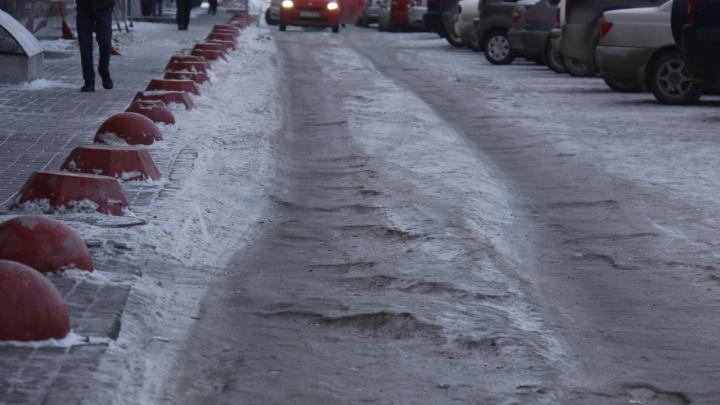 Сотни упавших на льду: в больницах подсчитали пострадавших от опасного гололёда