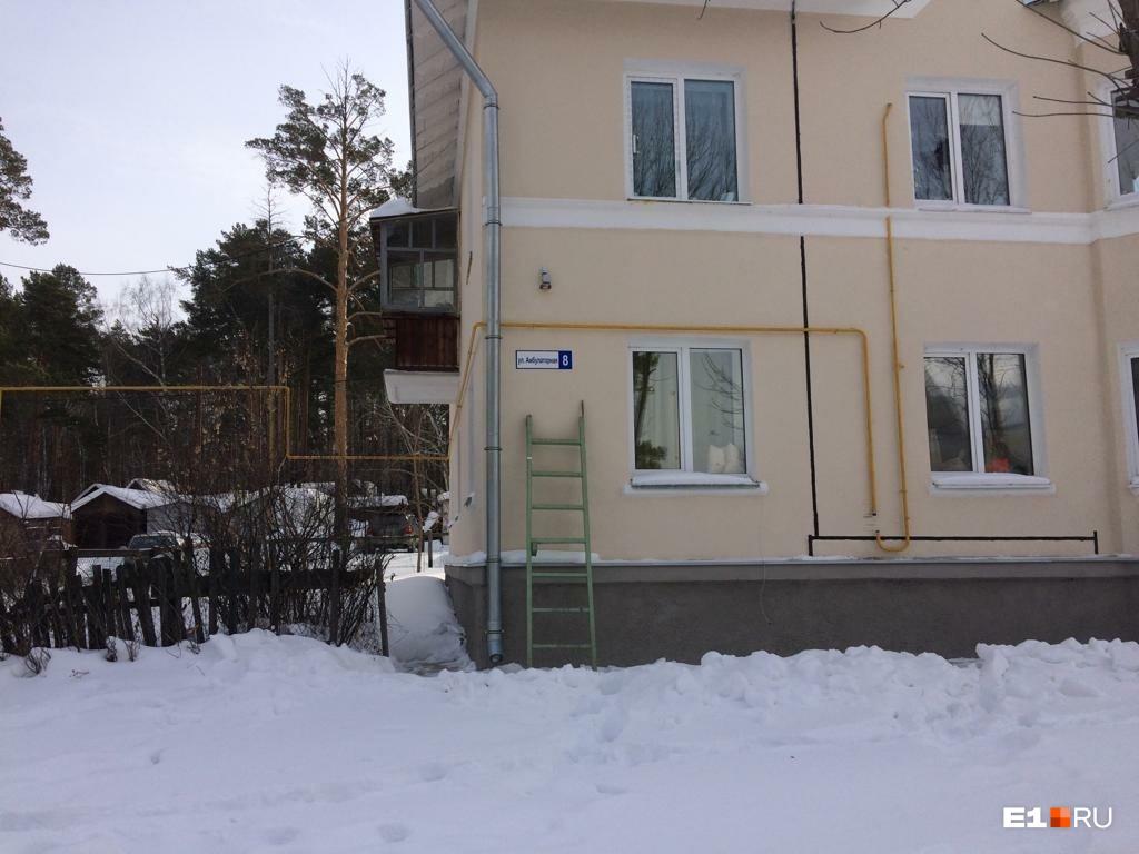 «В квартире был сильный запах газа»: в поселке Рудном погибла семья