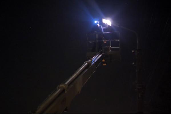 На ремонт одного светильника уходит до получаса
