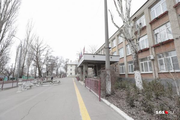 Скандал разгорелся в одной из школ, расположенных на ЗЖМ