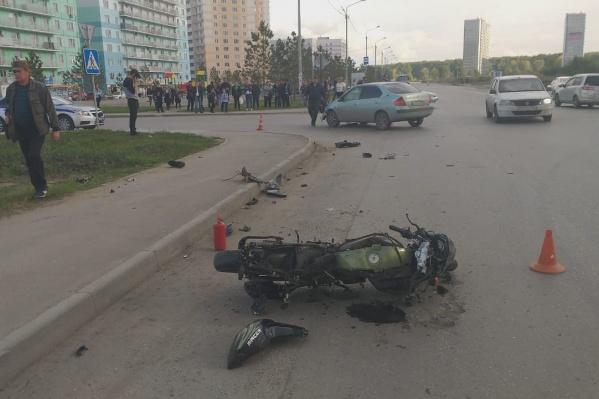 В ДТП погибла пассажирка мотоцикла — по предварительным данным, девушке было 15 лет