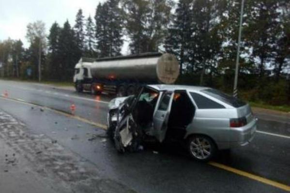 Возможно, автомобиль занесло на скользкой дороге