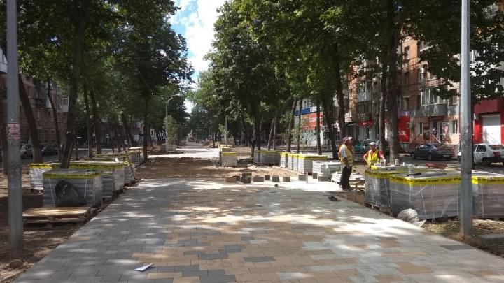 Бульвар Металлургов в Самаре начали мостить трёхцветной тротуарной плиткой