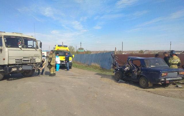 Подробности ДТП ВАЗ-2106 и КАМАЗа в Башкирии: погибла молодая мать