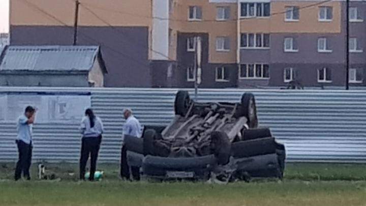 «Машина скользила на крыше»: в Тольятти на дороге перевернулся Chevrolet