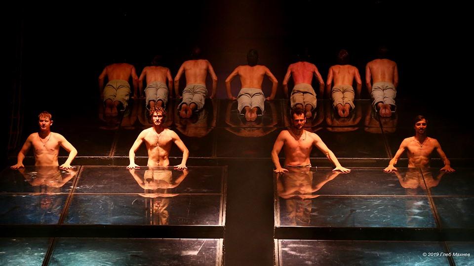 Две фуры декораций и 82 впечатляющих актера: фоторепортаж с гастролей «Ленкома» в Екатеринбурге