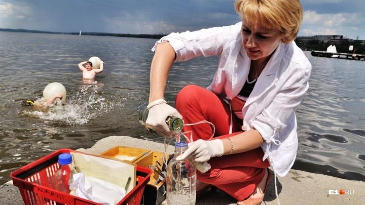 В такую воду лучше не заходить: озера и реки Екатеринбурга проверили на безопасность