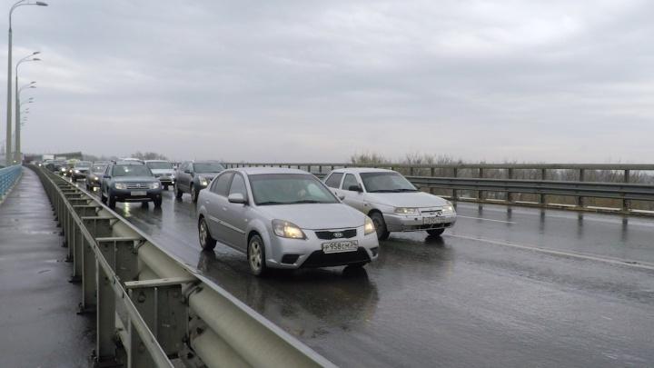 «Танцующий» мост Волгограда вслед за путепроводом через ГЭС застыл в огромных пробках